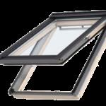 Okna uchylno-obrotowe – ma dwie osie obrotu skrzydła, które znajdują się wpołowie ramy iwgórnej jej krawędzi. Można je otwierać jak uchylne – klamką zamontowaną wdolnej części skrzydła, lub – po zwolnieniu blokady – jak obrotowe.