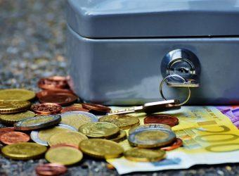 zatory płatnicze_bank-banknotes-bills-business-210705